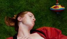 Sluimeren in het gras